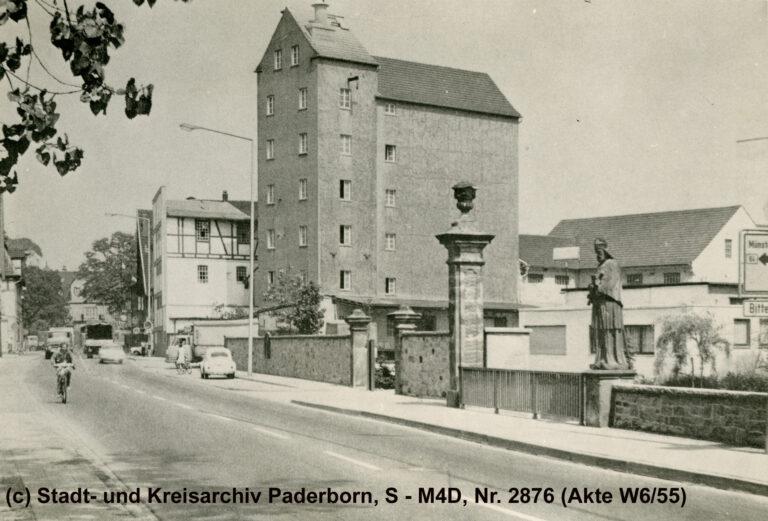 Schloss Neuhaus, Lager- und Bürogebäude der wiedererrichteten Roggenmühle, 1960er Jahre (Stadt- und KreisA Pb, S-M4D, Nr. 2876 (Akte W6/55))