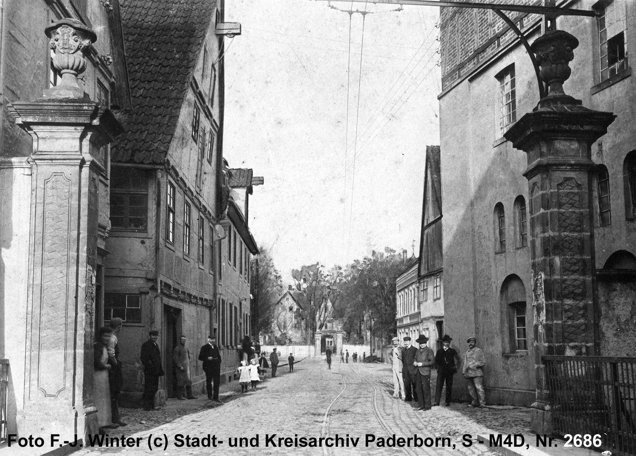 """Neuhaus, """"Mühlenenge"""" am Paderborner Tor, 1911 (Stadt- und KreisA Pb, Ansichtskarte M1)"""